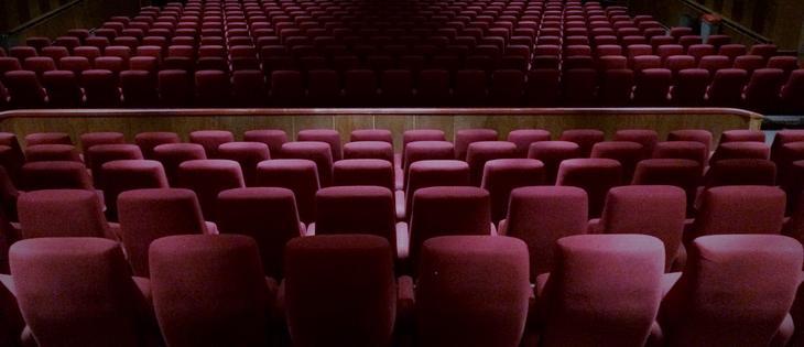 Viser bilde av setene i salen i Rådhus-Teatret