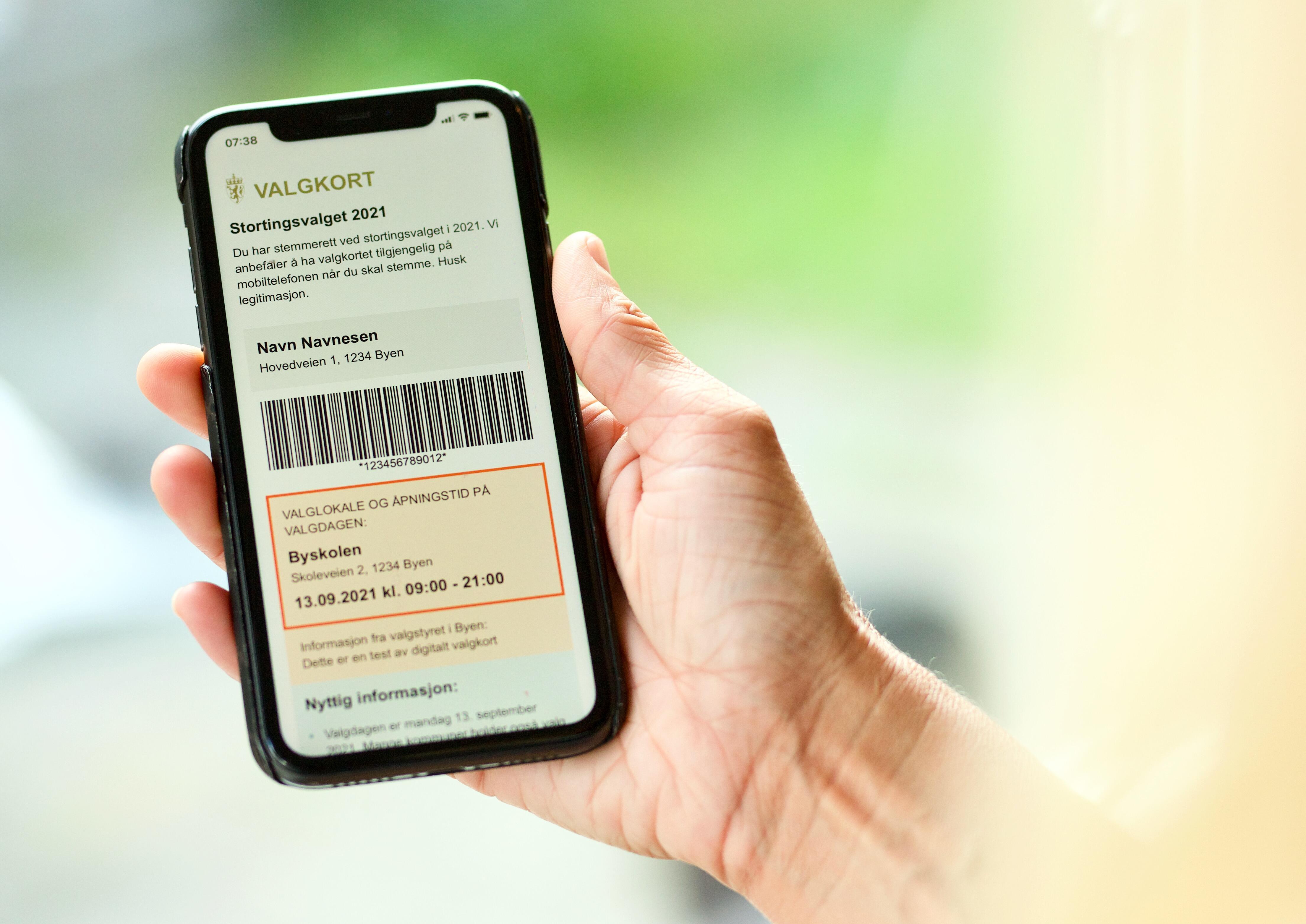 Telefon som viser det digitale valgkortet
